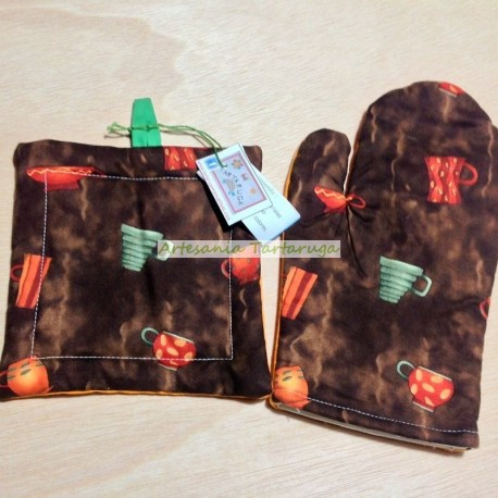 Brown potholder and oven glove