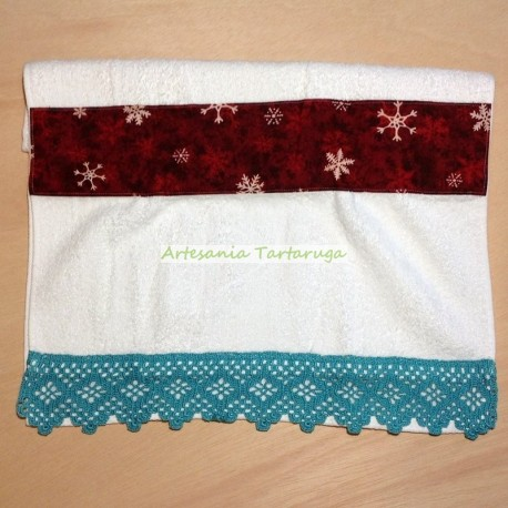 Christmas towel with green crochet