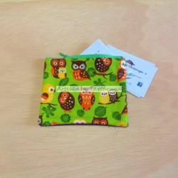 Porta coins whit green fabric printed with owls