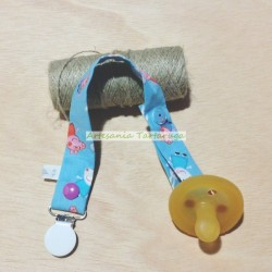 Pacifier clip with animals
