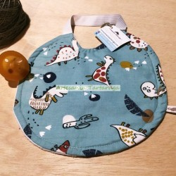 Bib for nursery with plastic towel and elastic band