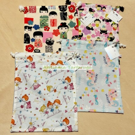 Snack bags made of fabric printed with mermaids, kokeshis and dancing girls